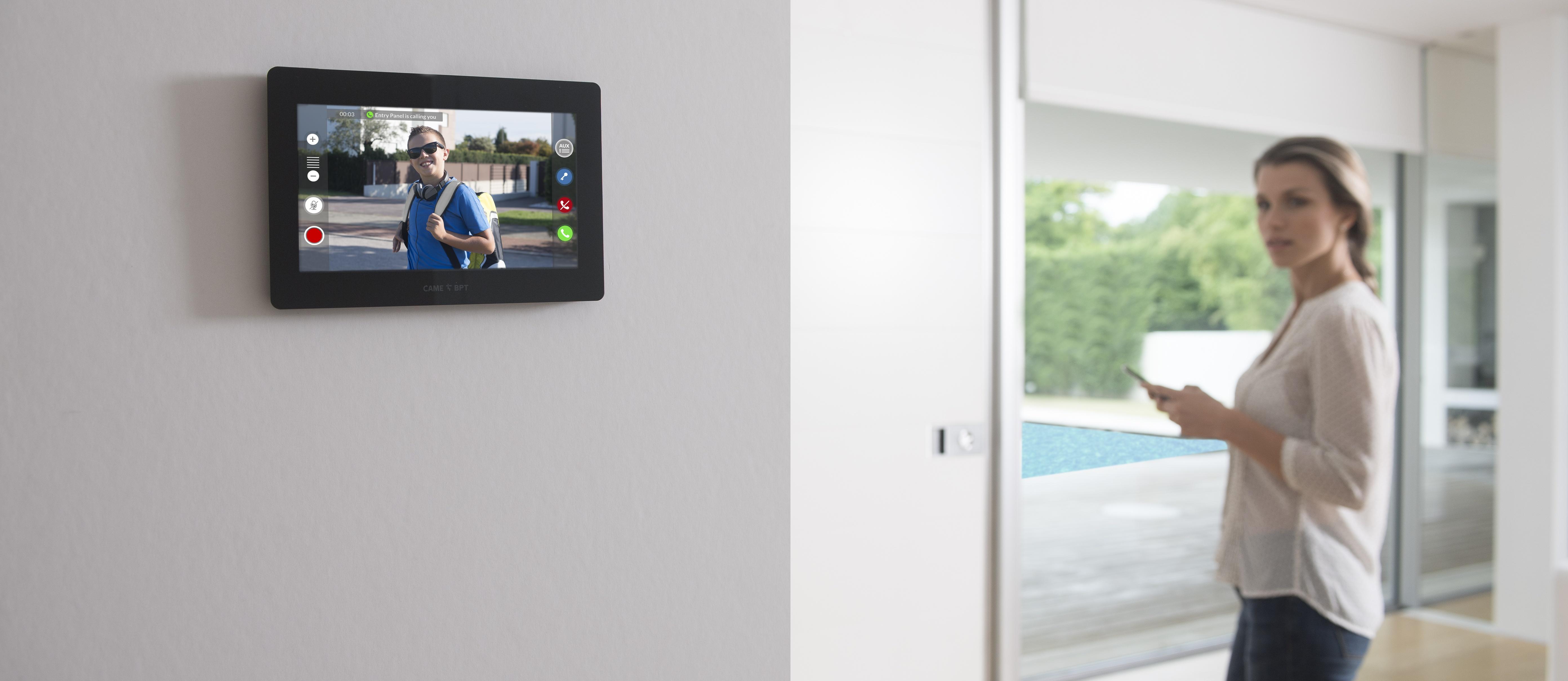 Абонентское устройство для видеодомофона с сенсорным дисплеем