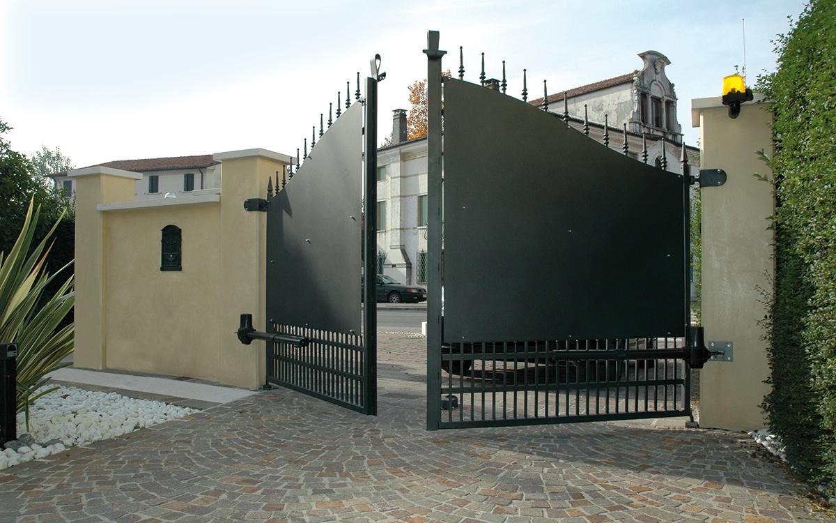 Вариант распашных ворот