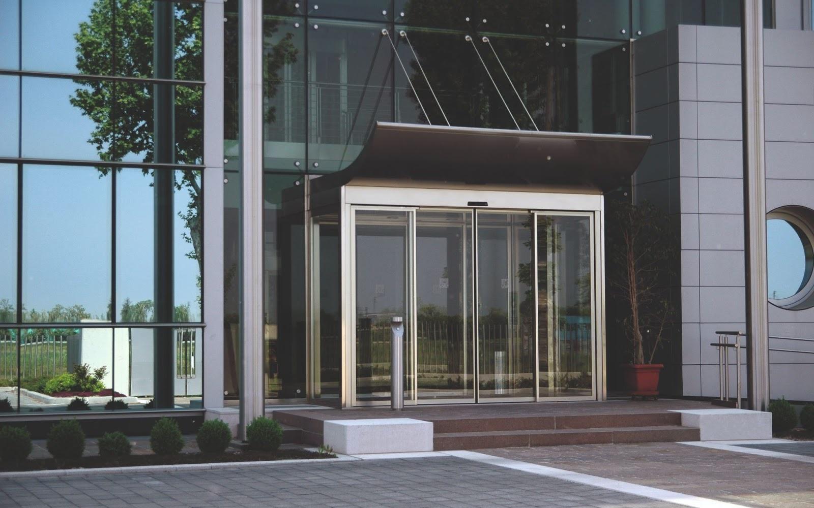 Автоматические двери делового центра
