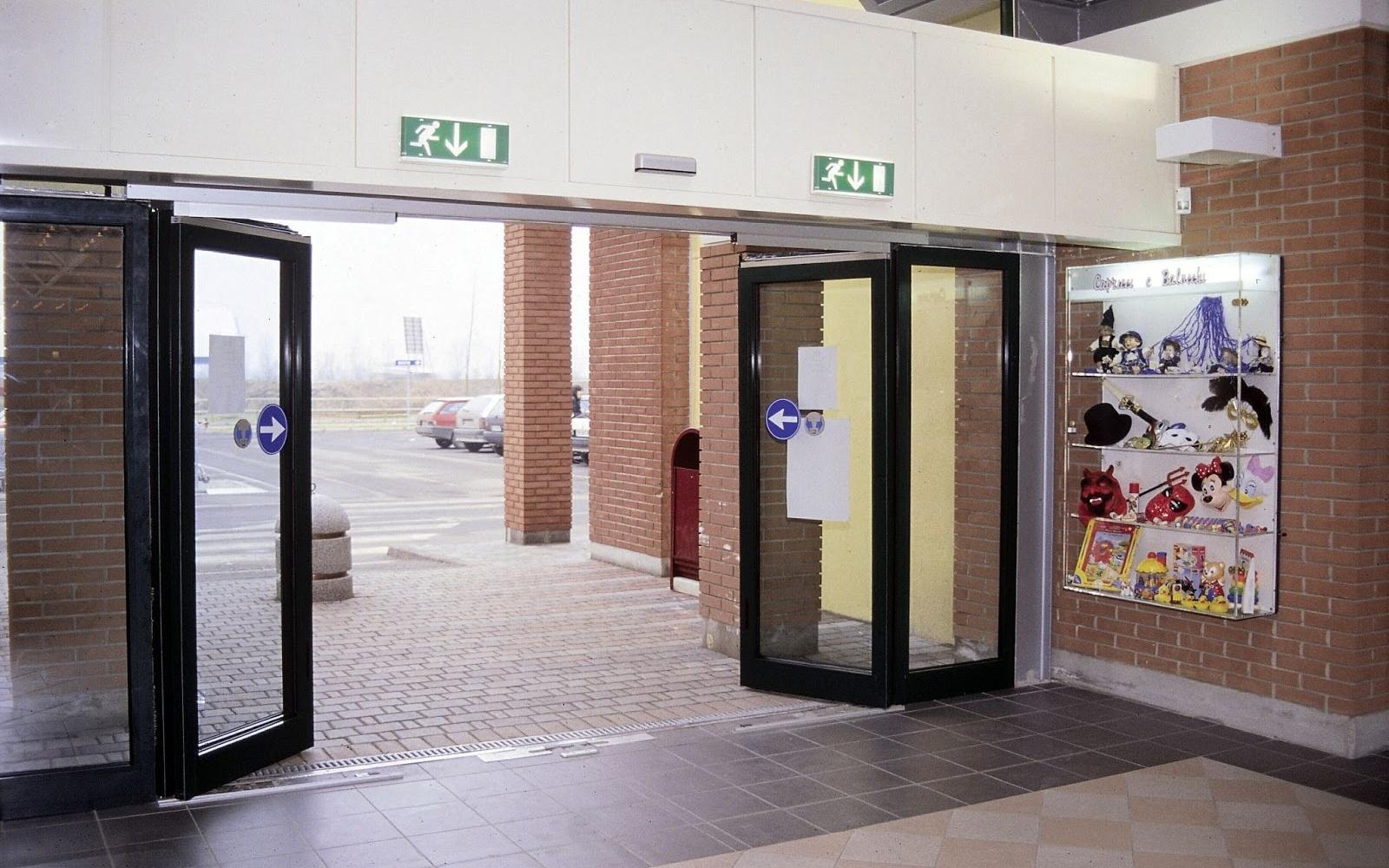 Пример установки распашных автоматических дверей
